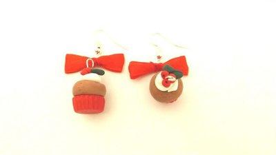 JUST XMAS - PAIO ORECCHINI con fiocco rosso  CUPCAKE CIOCCOLATO   con AGRIFOGLIO  - fimo - idea regalo natale