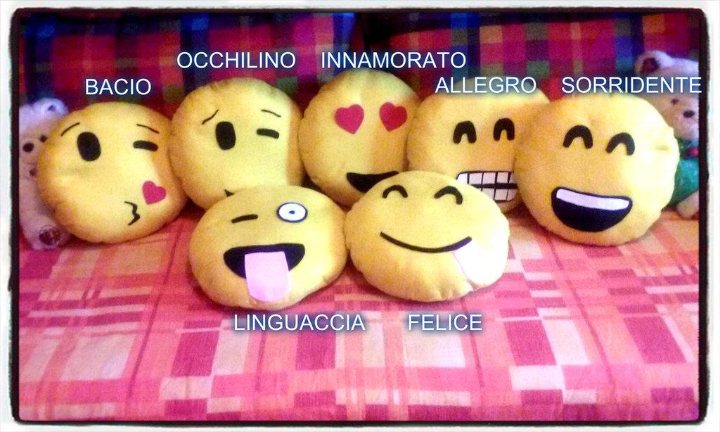 CUSCINO 40 CM SMILE EMOTICON DIVANO CUSCINI IDEA REGALO NATALE COLORE BISCOTTO FORMA BISCOTTI