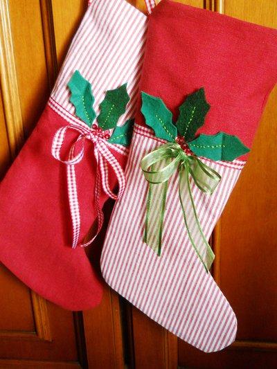 Calze della Befana in tessuto di cotone e nastri  pannolenci.