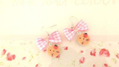 Novita FIMO - KAWAII - PAIO ORECCHINI con BISCOTTINI TONDI  KAWAII con mela  e fiocco rosa a quadri