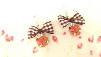 Novita FIMO - KAWAII - PAIO ORECCHINI con BISCOTTINI KAWAII con fragola   e fiocco marrone a quadri
