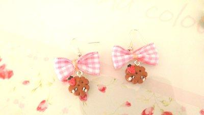 Novita FIMO - KAWAII - PAIO ORECCHINI con BISCOTTINI KAWAII con fragola   e fiocco rosa a quadri