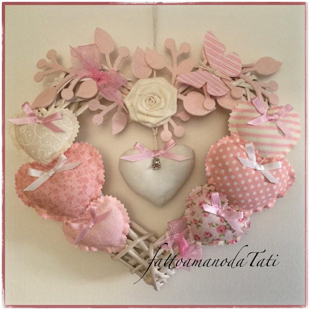 Cuore/fiocco nascita rosa 8 cuori  con rosa bianca e farfalla
