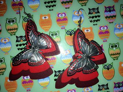 Orecchini farfalla rossi in legno