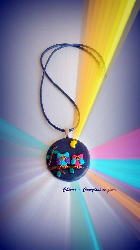 Ciondolo in fimo blu fatto a mano con gufi in rilievo colorati kawaii idee regalo amica