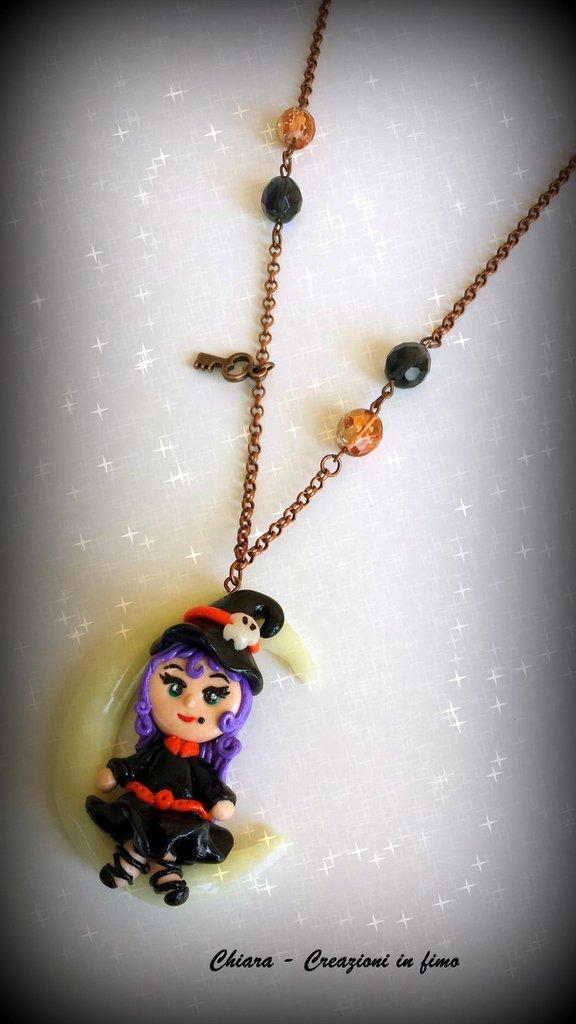Collana con ciondolo in fimo Streghetta Halloween kawaii luna luminosa idee regalo amica