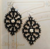Orecchini moda neri con rosellina bianca chiacchierino idea regalo natale donna ragazza