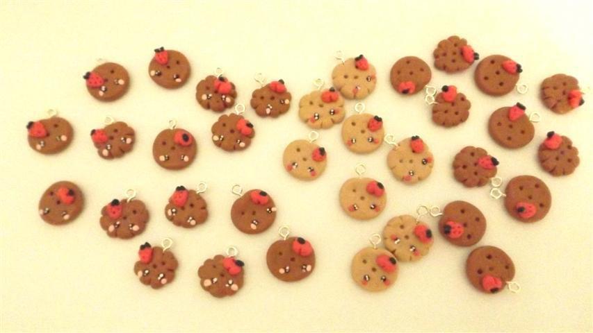 Novita FIMO - -  4  CIONDOLI BISCOTTINI MISTI con fruttini  e fiorellini  per collane orecchini bracciali