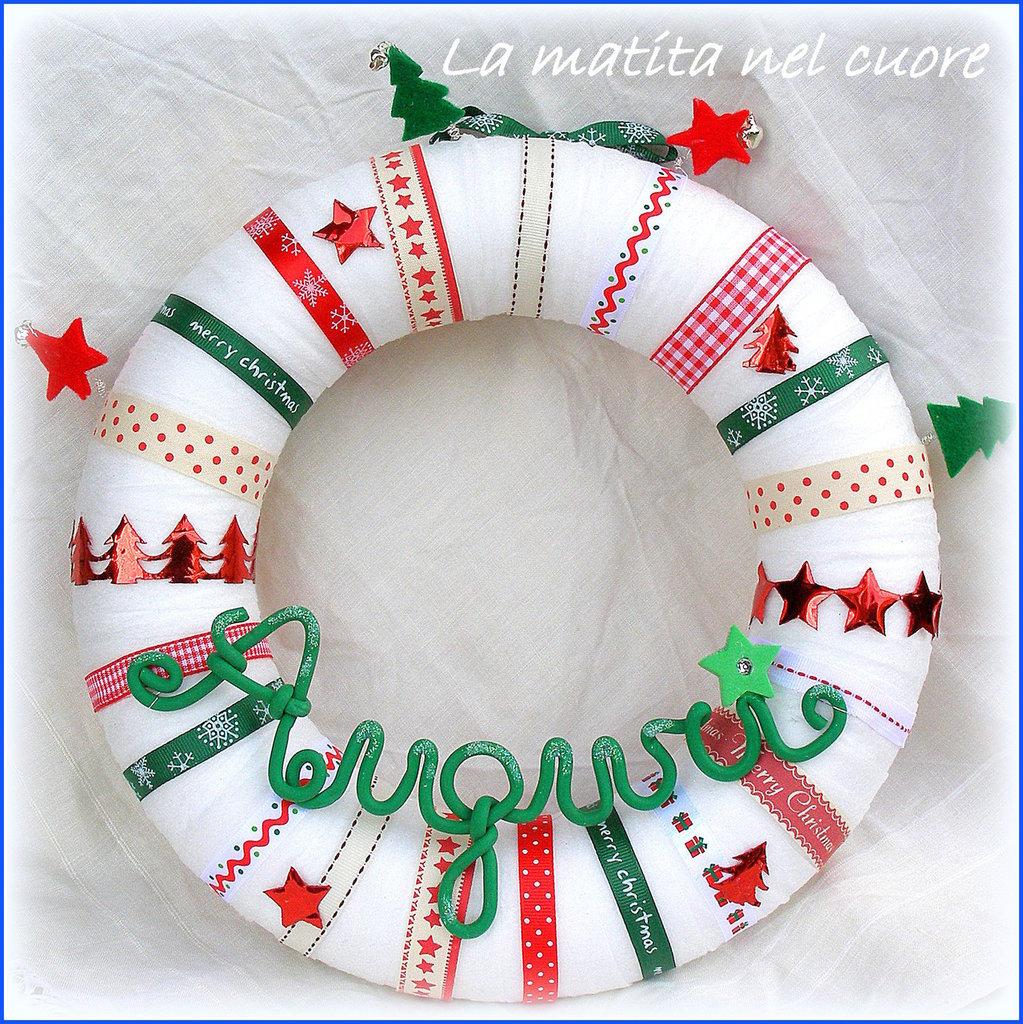 Ghirlanda natalizia Auguri con nastrini sonagli e feltro in rosso e verde