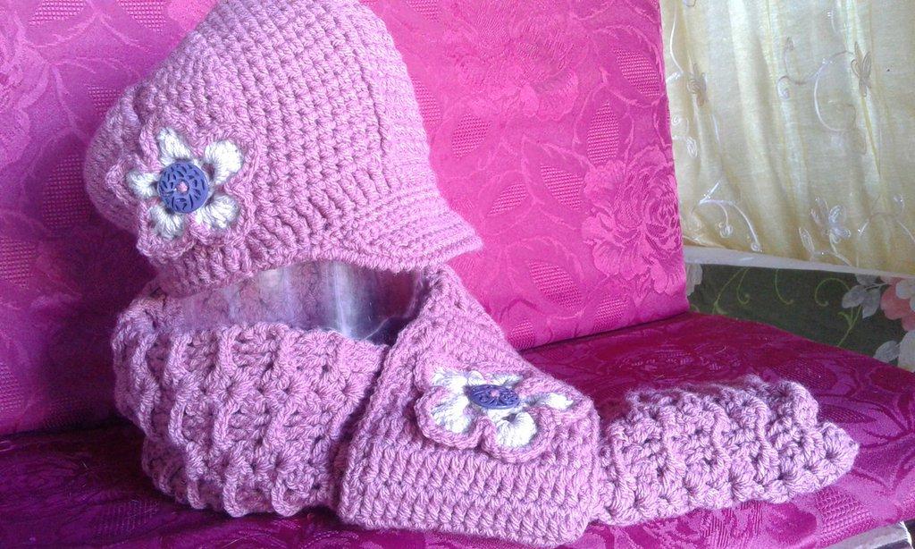 cappello/scaldacollo  di lana donna lavorato ad uncinetto