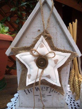 Stella su stella juta e cotone per decorare la casa per le feste di Natale