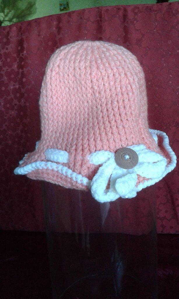cappellino di lana neonata lavorato ad uncinetto