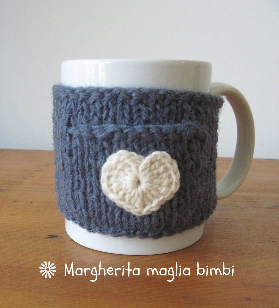 Copritazza con taschina e cuore in pura lana fatto a mano - idea regalo!