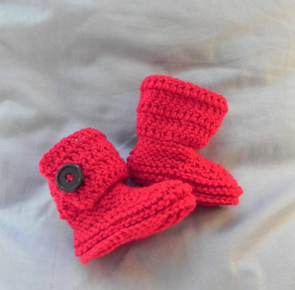 Stivaletti tipo Ugg Rosso scuro con bottoni NERI da 1 a 4 mesi circa