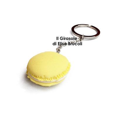 Portachiavi con Macaron in fimo giallo pastello