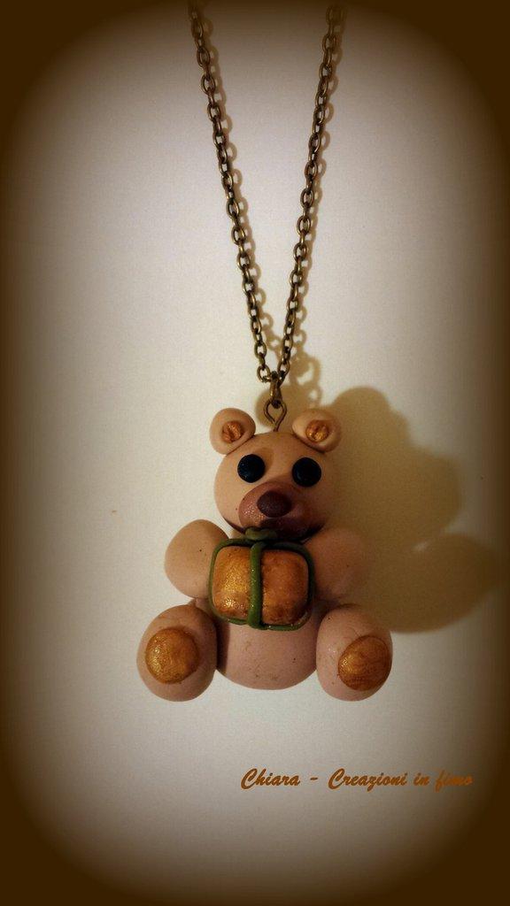 Novità! Ciondolo in fimo handmade con orsetto natalizio con pacco regalo Idee regalo Natale