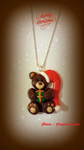 Novità! Ciondolo in fimo fatto a mano con orsetto natalizio con pacco regalo Idee regalo Natale