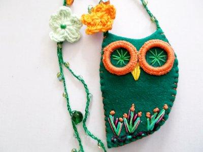 collana in feltro e pannolenci con gufo ricamato  verde