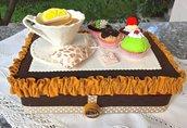 scatola rivestita in feltro, tea time, con tazza di tè e pasticcini in feltro