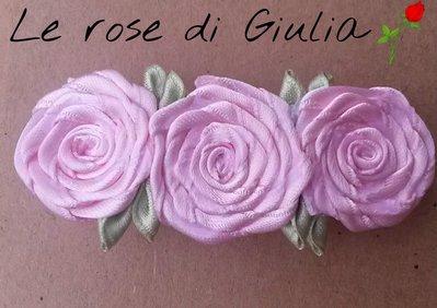 Fermaglio di rose rosa è foglie in raso fatto a mano