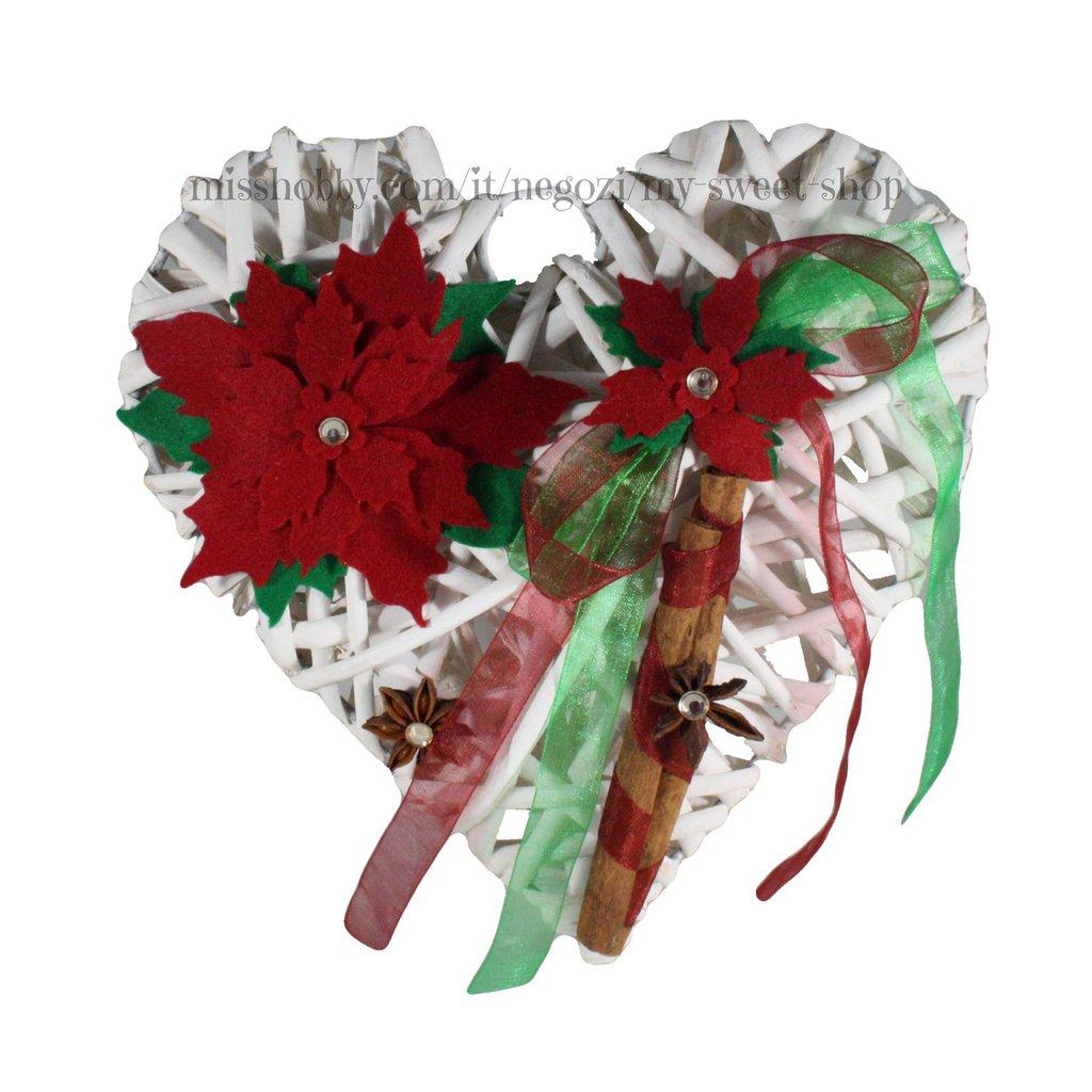 Ghirlanda cuore di vimini fuori porta Natale