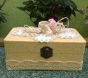 scatola in legno con decori
