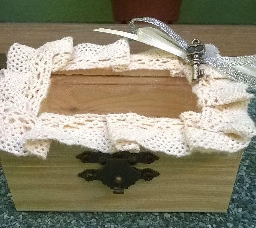 Piccola scatola con decori
