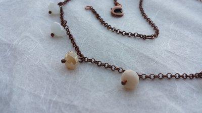 Collana con charms in cristallo color alabastro