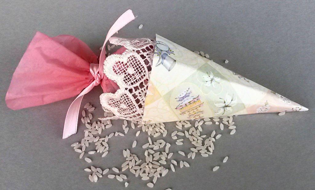 Cono porta riso/petali/coriandoli da matrimonio fatto a mano