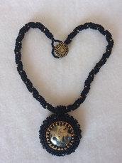 collana di perline, nero, oro, cabochon nero e oro, bead embroidery