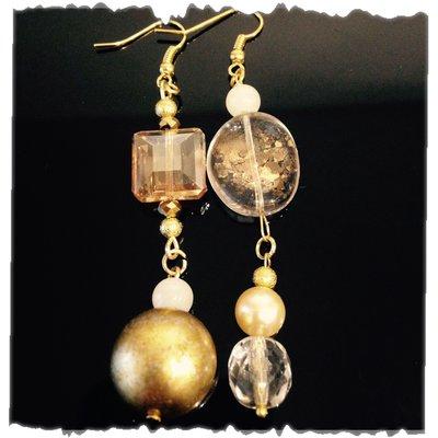 Orecchini pendenti in pietre di vetro color oro