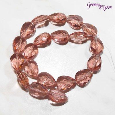 Goccia in vetro sfaccettata rosa trasparente mm. 18x13x10