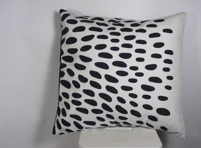 Cuscino arredo bianco e nero Goccia, (Dimensione 45x45 cm, 18x18 inches)
