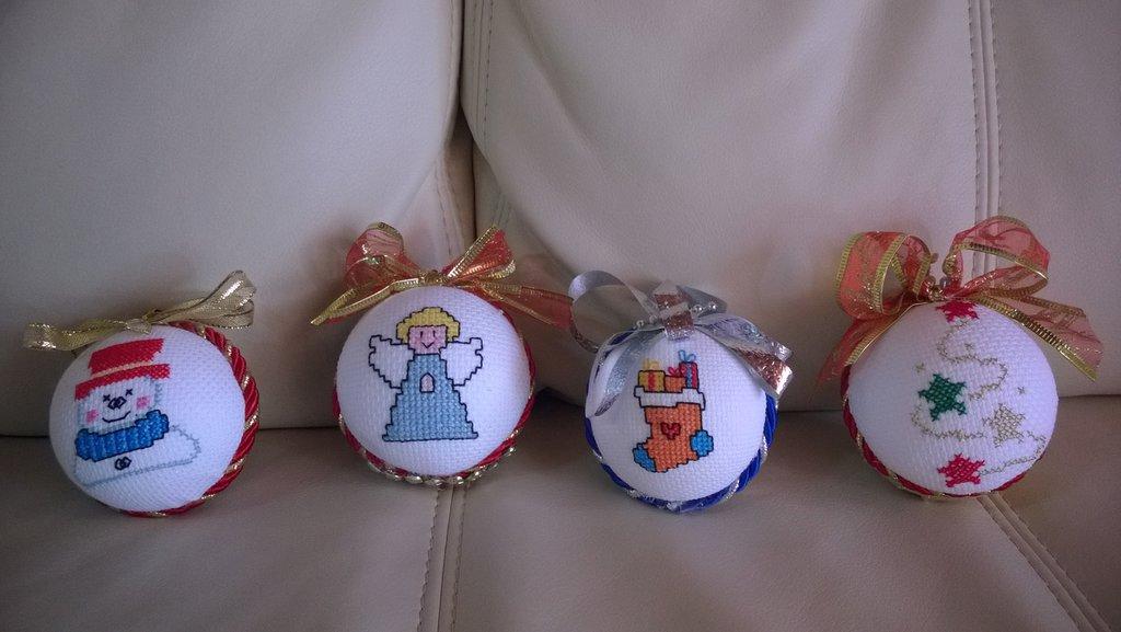 palline natalizie a punto croce