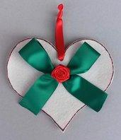 Fuoriporta natalizio cuore, rosa e fiocco fatto a mano