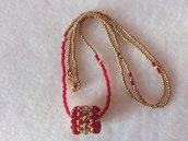 Collana lunga di perline, con pendente, rosso e dorato