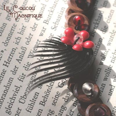 Collana retro con bottoni e fiore rosso - C.59.2015