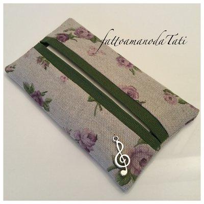 Porta fazzoletti di carta in cotone ecrù a roselline lilla con bordo verde