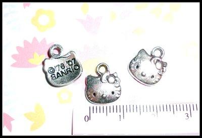 10 Ciondoli Hello Kitty