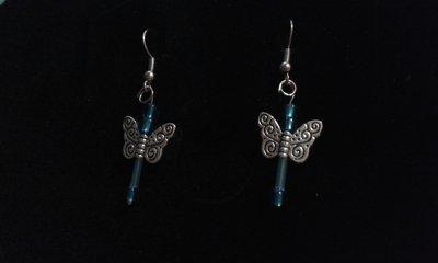 Orecchini farfalla con perline blu