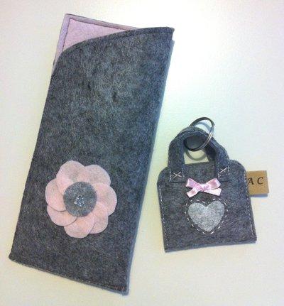 Set 2 pezzi - custodia occhiali e portachiavi in feltro grigio melange