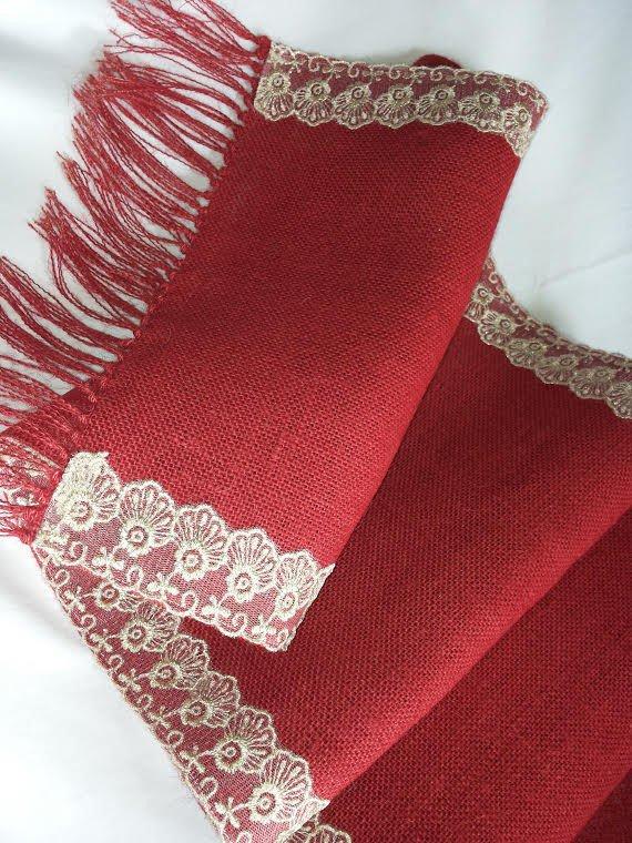 Runner juta rosso con pizzo oro e frange- decorazioni natalizie - Dimensione 158x30 cm-  Pacchetto regalo incluso