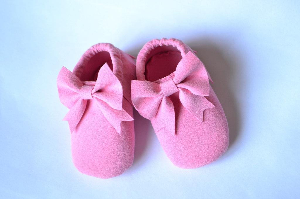 MOCASSINI in camoscio con FIOCCO per neonate e bambine