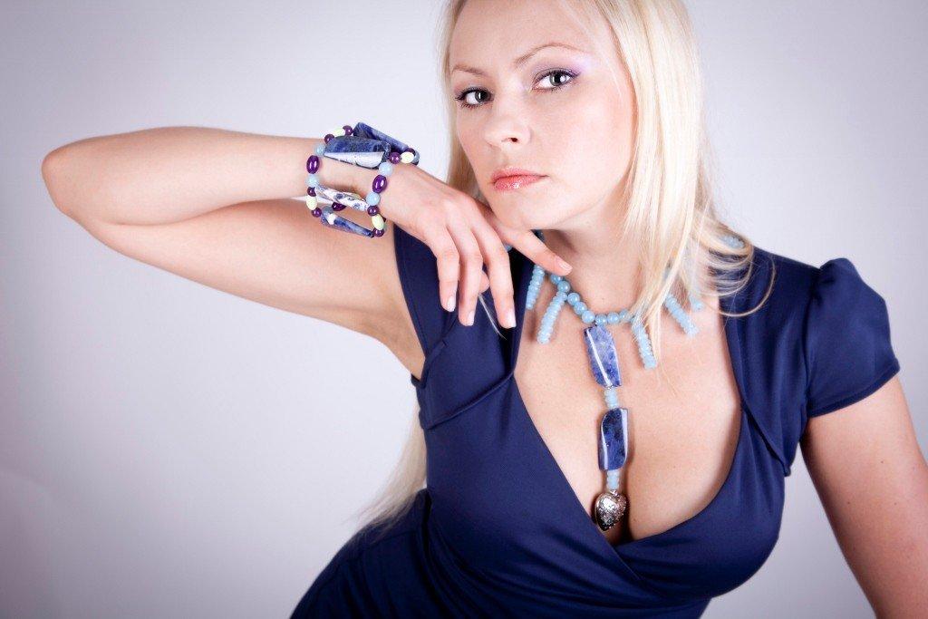 Collana in sodalite, quarzo azzurro e cuore in argento fatta a mano - necklace in sodalite, silver blue quartz and heart handmade.