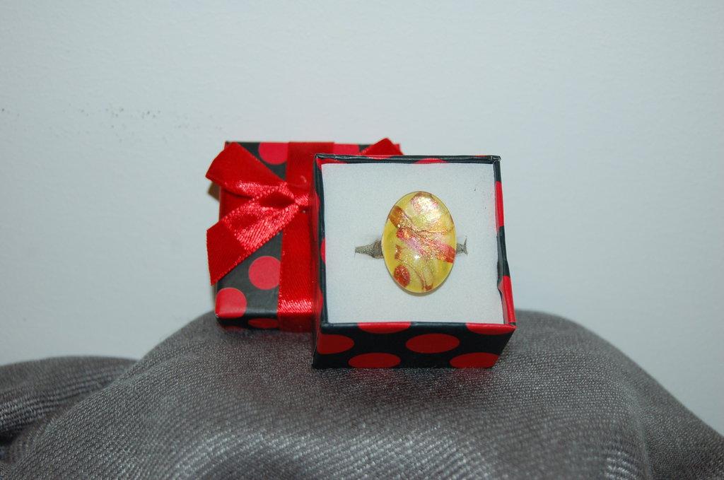 anello decorato a mano pezzo unico