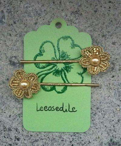 Molletta per capelli con fiore lavorato a chiacchierino e perla Swarovski color oro - tatting - fermagli per capelli