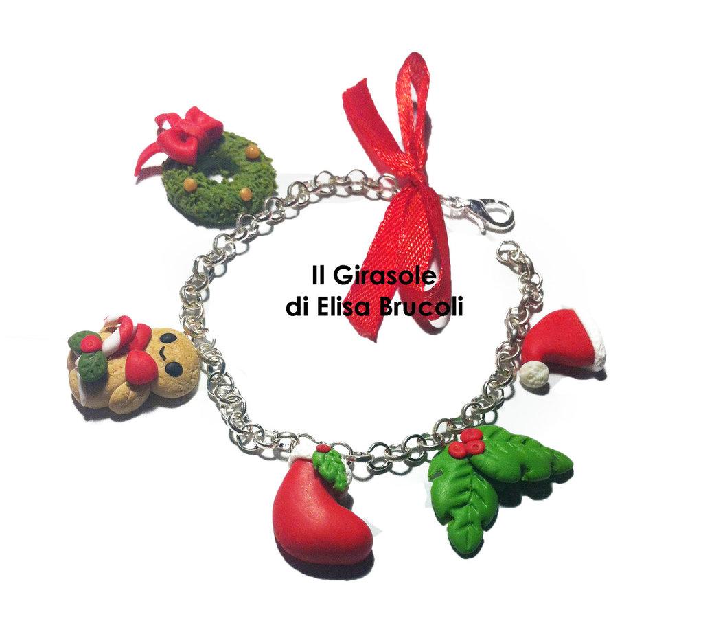 Bracciale in catena metallica argentata con charm natalizi in fimo