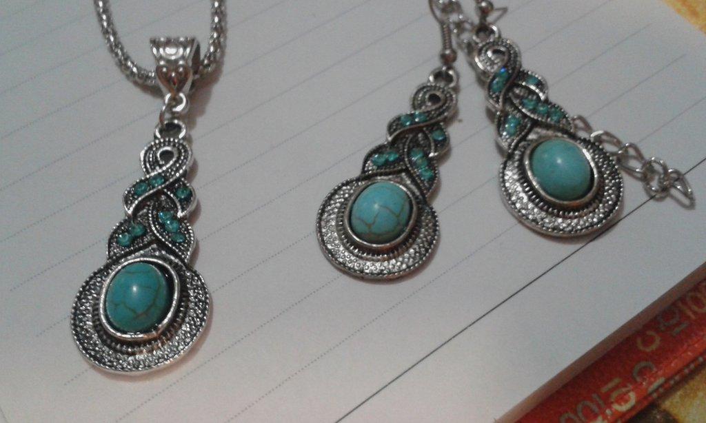 Parure composta da collana e orecchini in argento tiberano pietra dura turchese e cristalli azzurri