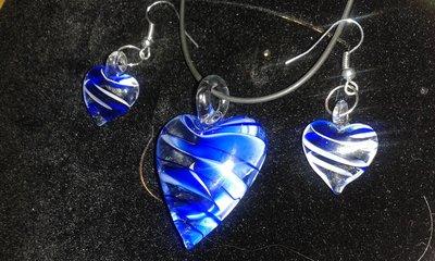 Parure collana in cauciù orecchini e collana con pendente cuore in vetro