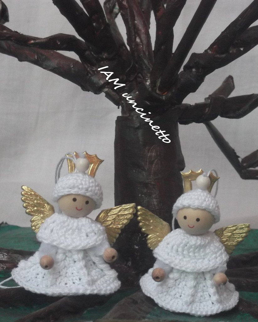 Coppia di angeli all'uncinetto in cotone bianco, anche decorazione per Natale